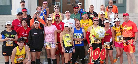 Marathon Maniacs and Half Fanatics group photo at Pasadena Marathon