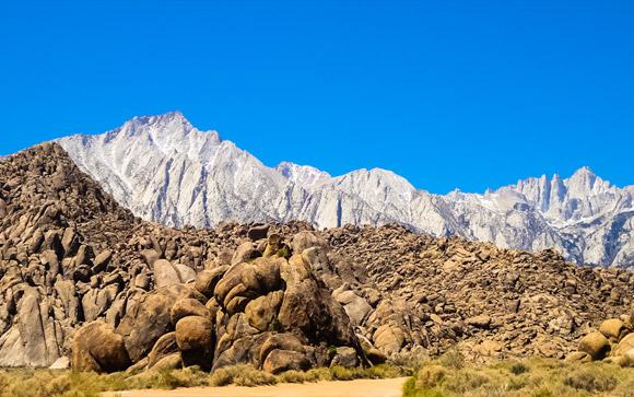 Rocks 'N' Mountains